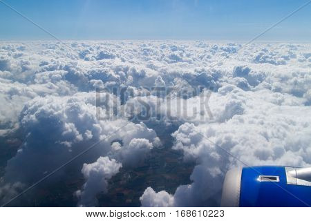 Wing aircraft in altitude during flight
