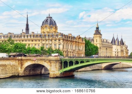 Paris, France - July 08, 2016 : Castle - Prison Concierges And Exchange Bridge On The Seine In Paris