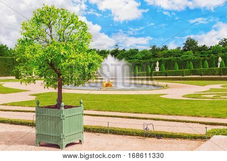 Versailees, France- July 02, 2016 : Fountain Near The Flower Bed In A Famous Gardens Of Versailles (