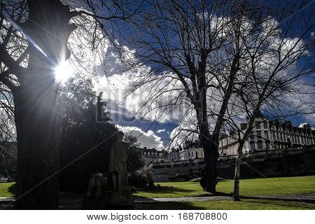 Park in the center town in Bath in England.Rays of the sun.