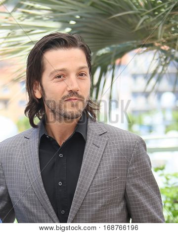 Diego Luna attends the 'Blood Father' Photocall during the 69th annual Cannes Film Festival at Palais des Festivals on May 21, 2016 in Cannes, France