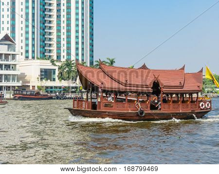 BANGKOK, THAILAND - JANUARY 16, 2014: Traditional Thai boat on the Chao Phraya River, Thailand