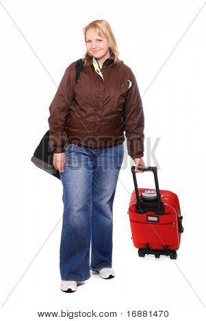 Chica con sobrepeso van de vacaciones con su maleta.