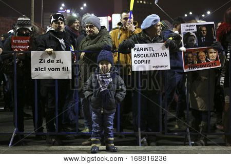 One Hundred Thousand Protest As Romania Relaxes Corruption Law