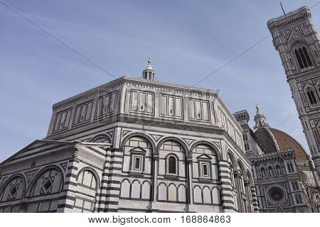 Photo of the Duomo di Firenze taken on a sunny morning in italy
