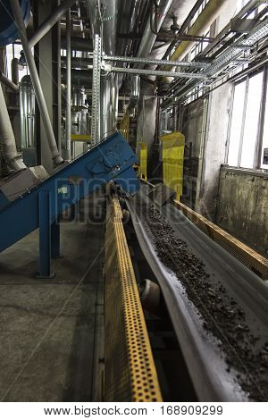 two conveyors scraper slag into a large boiler grate