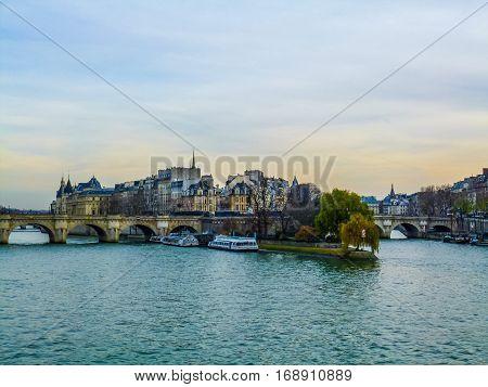Hdr Ile De La Cite Paris