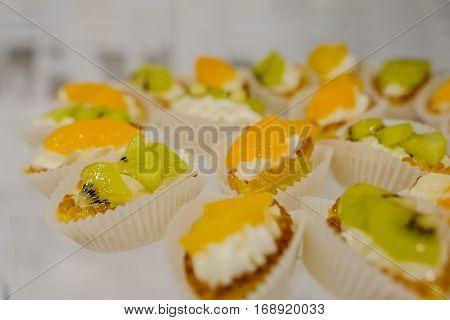 Cakes Basket Boats With Cream, Kiwi And Mango