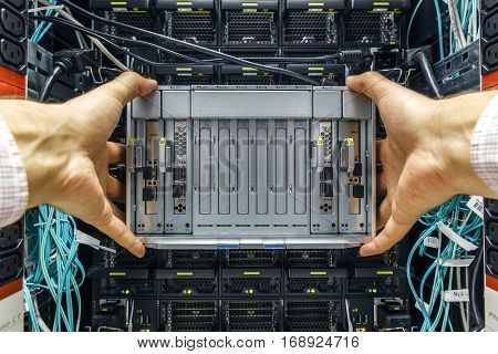 replacement component of faulty blade server in chassis, the platform virtualization in the data center server rack