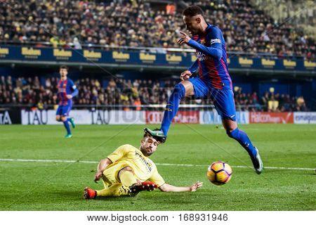VILLARREAL, SPAIN - JANUARY 8: (R) Neymar during La Liga soccer match between Villarreal CF and FC Barcelona at Estadio de la Ceramica on January 8, 2016 in Villarreal, Spain