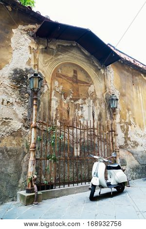 old fresco in Lucca Italy depicting Jesus' crucifixion