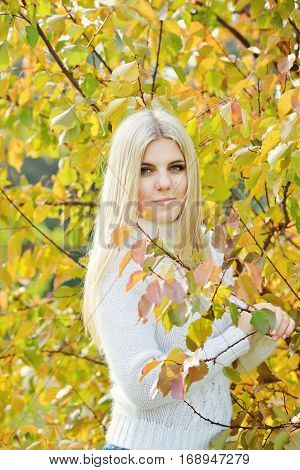 blonde teen girl outdoors in fall time