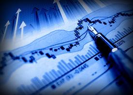 imagen de negocios de pluma indican que crecen en el esquema financiero