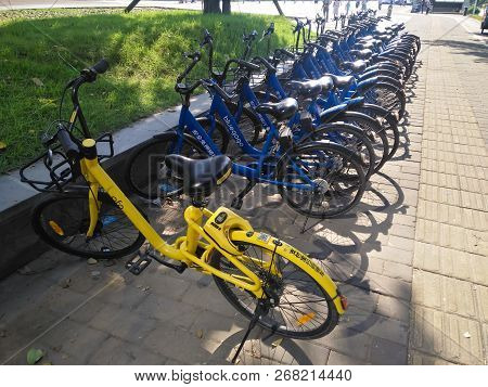 Zhongshan Guangdong China-october 4 2018:didi And Ofo Shared Bikes On The Side Of The Road In Day Ti