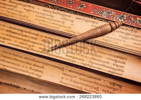 Bangkok, Thailand - November 8, 2018 : Pen For Writing Text On Bai Lan Background, Bai Lan Or Ancien