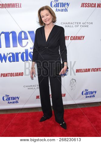 LOS ANGELES - OCT 28:  Jessica Walter arrives for the Carney Awards 2018 on October 28, 2018 in Santa Monica, CA
