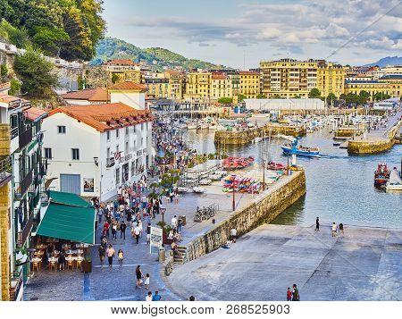 San Sebastian, Spain - August 18, 2018. The Port Of San Sebastian With The Historical Quarter, Kwon