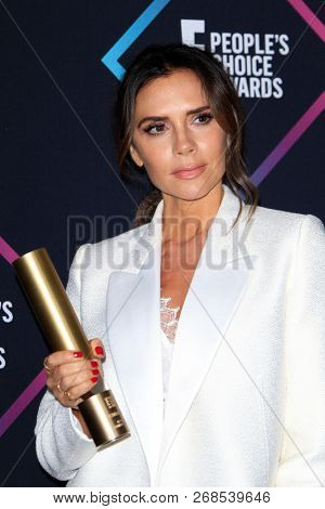 LOS ANGELES - NOV 11:  Victoria Beckham at the People's Choice Awards 2018 at the Barker Hanger on November 11, 2018 in Santa Monica, CA