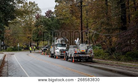 Carrboro, North Carolina, Us-november 13, 2018: Workers Repairing Power Lines After Tree Fell On The