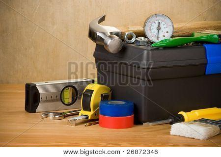 Tools und Toolbox auf Holz Textur
