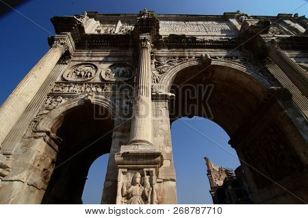 Arch Of Constantine - Arch Is Located In Rome Between The Colosseum And The Palatine. It Was Built I