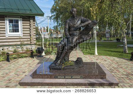 Vyatkoye Village, Yaroslavl Region, Russia - 10/02/2018: Monument To The Russian Poet Nekrasov On Oc
