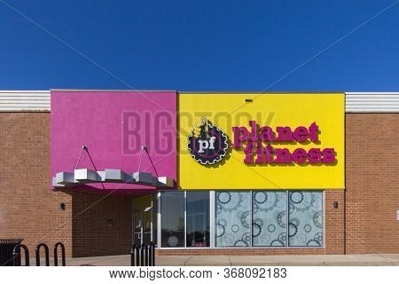 Port Huron, Michigan, Usa - May 13, 2020: Exterior Of The Planet Fitness Gym In Michigan.