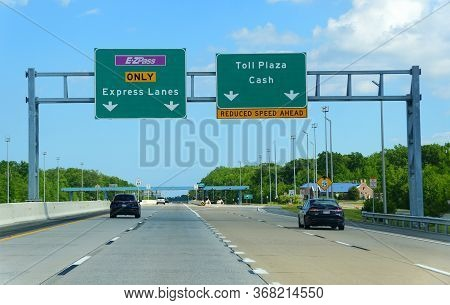 Dover, Delaware, U.s.a - May 23, 2020 - Traffic On Route 1 Near The Ezpass Toll Entrance