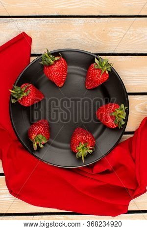 A Top View Strawberries Red Fresh Mellow Juicy Inside Black Plate On The Wooden Desk