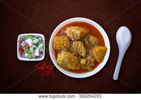 Chicken Masala Curry, Spicy Meat. Yellow Chicken Curry Sauce. Spicy Chicken Curry Dish. Traditional