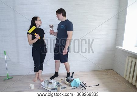 Moscow Russia-may 2020: Husband And Wife Newlyweds Make Repairs In A New Apartment, Repairs Without