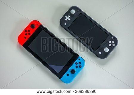 Orlando,fl/usa -5/27/20:  A Multiplayer Nintendo Switch And Single Player Nintendo Switch Lite Gamin
