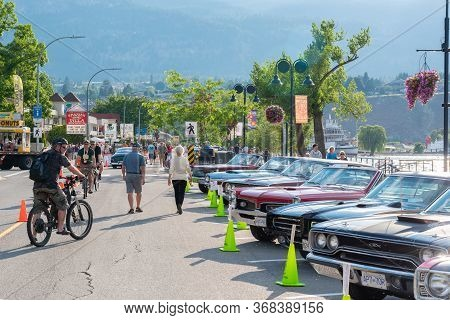 Penticton, British Columbia/canada - June 21, 2019: Cars Parked Along Lakeshore Drive For Peach City