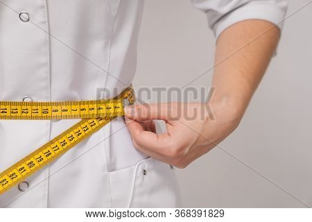 The Nutritionist Is Female Nutritionist Who Measures The Weight And Volume Of An Body.
