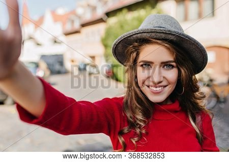 Spectacular Blue-eyed White Woman In Elegant Hat Making Selfie With Blissful Smile. Refined Caucasia