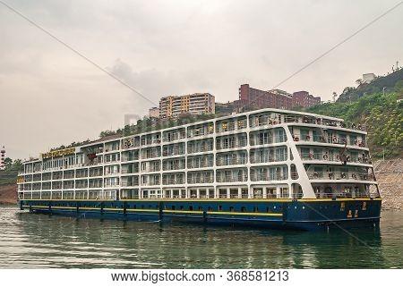 Wushan, Chongqing, China - May 7, 2010: Wu Gorge In Yangtze River. Large Hotel River Boat Of Victori