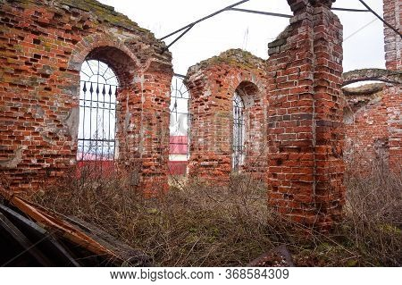Interior Of An Abandoned Church, Abandoned Room, Ruined Room, Abandoned Church, Red Brick
