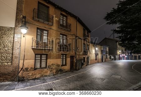 Night Shot Barrio Humedo, Humid District, Of Leon Old Town Castilla Y Leon, Spain