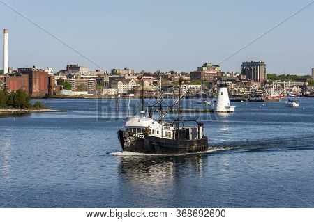 New Bedford, Massachusetts, Usa - May 21, 2020: Intricate Reflections On Bow Of Commercial Fishing B