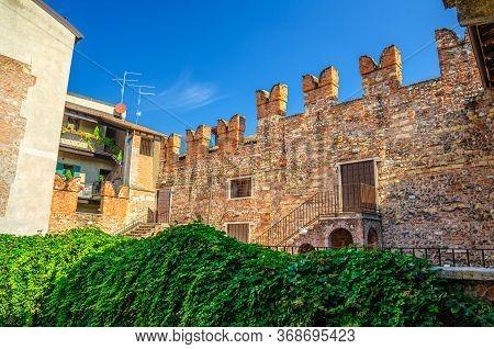 Teatro Nuovo Theatre Brick Wall With Merlons From Juliet Balcony Of Casa Di Giulietta Juliet Capulet