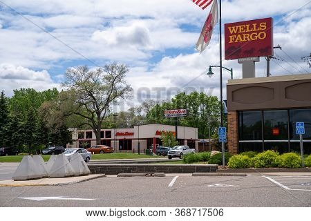 Minneapolis, Minnesota - May 29, 2020: A Wells Fargo Bank Has Concrete Barricades At The Ready In An