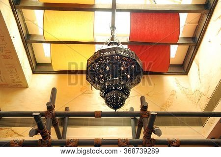 Sentosa, Sg - April 5 - Universal Studios Singapore Oasis Spice Cafe Chandelier Lamp On April 5, 201