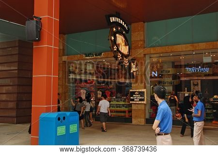 Sentosa, Sg - April 5 - Universal Studios Singapore Store Facade On April 5, 2012 In Sentosa, Singap