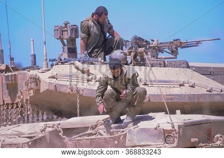 South Israel 3 August 2014 Israeli Armed Forces Next To The Gaza Border During A Conflict