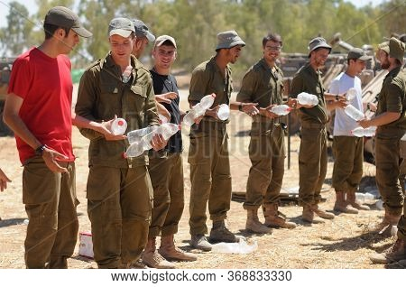 South Israel 3 August 2014 Israeli Soldiers Next To The Gaza Border During A Conflict
