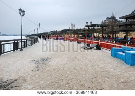 Kazan, Russia - January 5 2020: New Year's Design Of City. Kremlevskaya Embankment In Winter Day