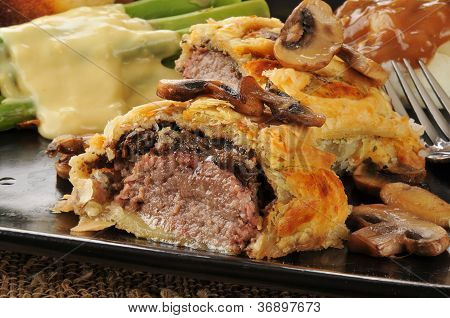 Beef Wellington With Asparagus