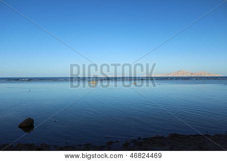The sea, the sky, tide, mountain