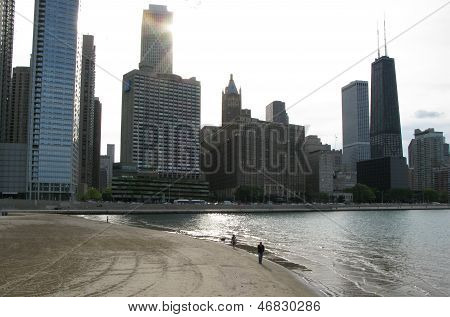 Sunset over Chicago skyline and Lake Michigan (USA)