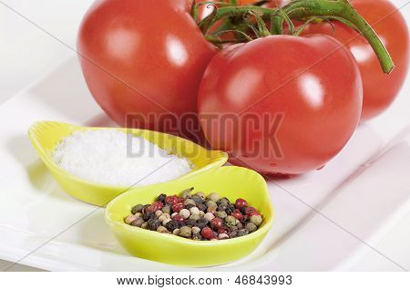 Tomatoes With Salt And Peppercorns